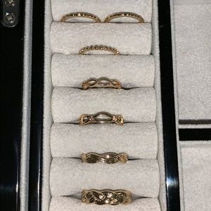 8 Gold Rings